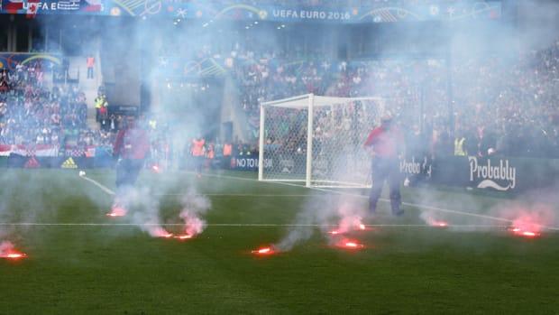 croatia-flares-fans.jpg