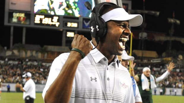 Willie Taggart formally introduced as Oregon head coach -- IMAGE