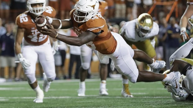 Tyrone Swoopes finally finds his place at Texas as Charlie Strong blends old and new; Punt, Pass & Pork
