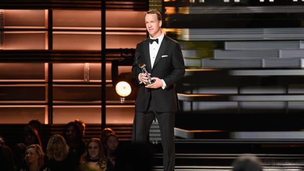 peyton-manning-cma-awards.jpg