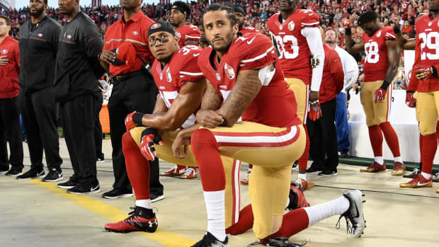 Colin Kaepernick continues anthem protest, two Rams raise fists - IMAGE
