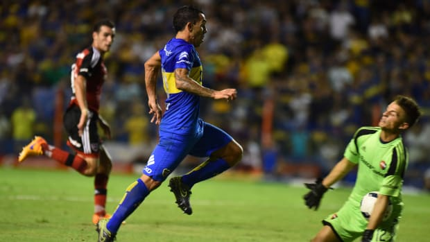 carlos-tevez-breaks-goalkeeper-jaw-knee.jpg