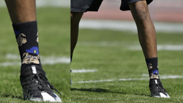 Colin Kaepernick wore controversial 'police' socks to practice - IMAGE