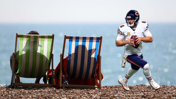 jay-cutler-beach-scene-650-362.png