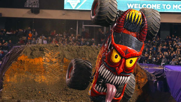 0-lead-monster-jam-12.jpg