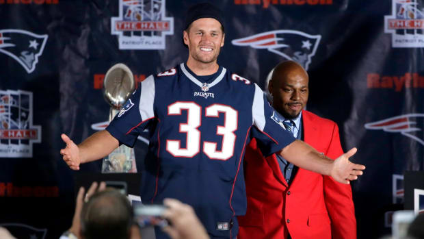 new-england-patriots-tom-brady-kevin-faulk-hall-fame-video.jpg