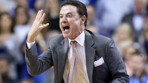 Rick Pitino addresses escort allegations, flipping off Kentucky fans -- IMAGE