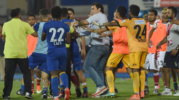 indian-super-league-brawl.jpg