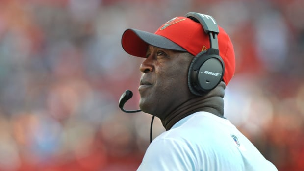 lovie-smith-fired-tampa-bay-buccaneers-head-coach.jpg