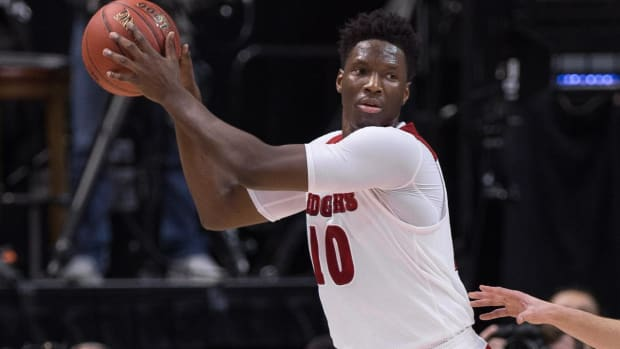Badgers basketball star holds up sign at College GameDay--IMAGE