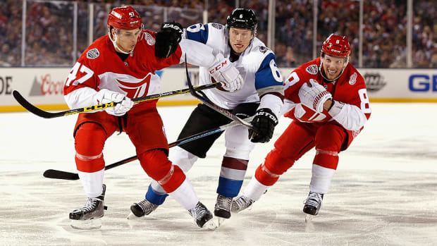 red-wings-avalanche-stadium-series-coors-field.jpg