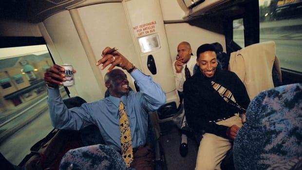1998-0405-Michael-Jordan-Scottie-Pippen-Ron-Harper-006506128.jpg
