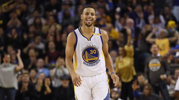 Steph Curry hits NBA record 13 three-pointers vs. Pelicans - IMAGE