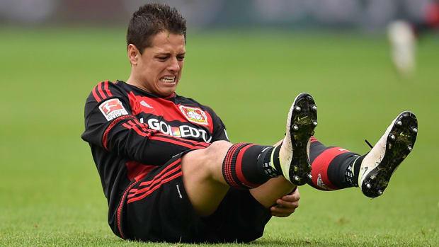 chicharito-leverkusen-injury-leg.jpg