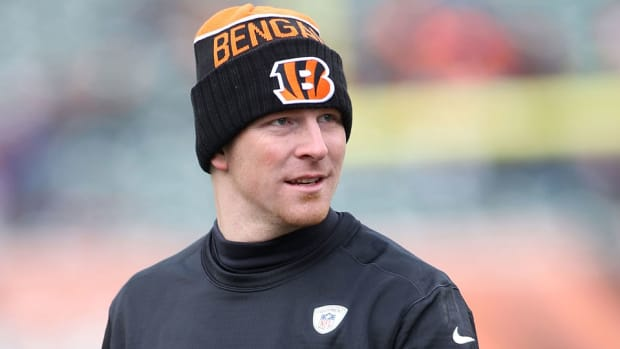 andy-dalton-injury-cast-removed-bengals-steelers-playoffs.jpg