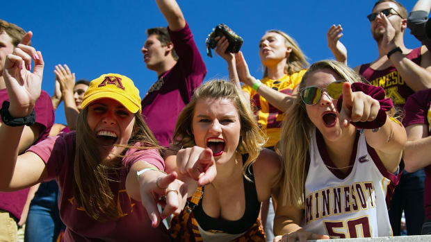 Minnesota-Golden-Gophers-fans-DFY160910024_Sycamores_at_Gophers.jpg