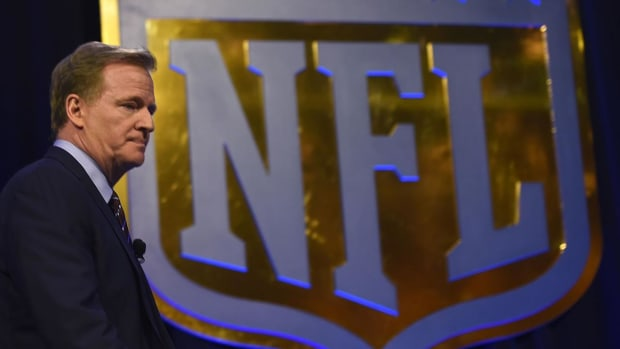 NFL players drop appeal of $1 billion concussion lawsuit settlement - IMAGE