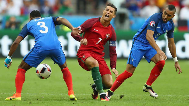 Cristiano Ronaldo knocked out of Euro 2016 final with knee injury -- IMAGE