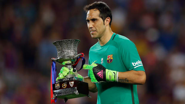 claudio-bravo-manchester-city-transfer-rumors.jpg