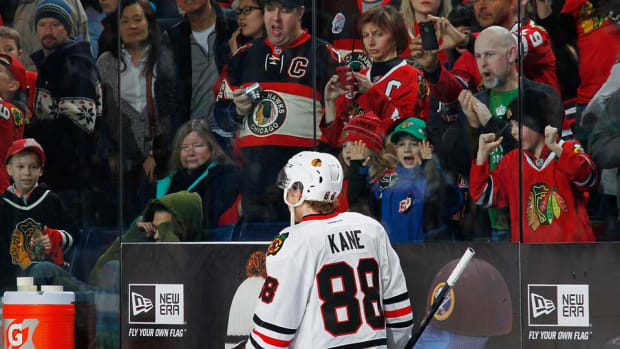 Patrick-Kane-fans-Wippert.jpg