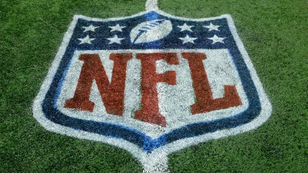 Report identifies new flaws in NFL concussion research--IMAGE