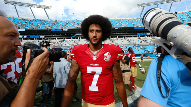 colin-kaepernick-castlemont-high-school-protest.jpg