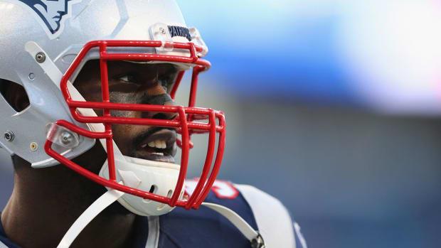 Report: Patriots trade Pro Bowl DE Chandler Jones to Cardinals IMAGE