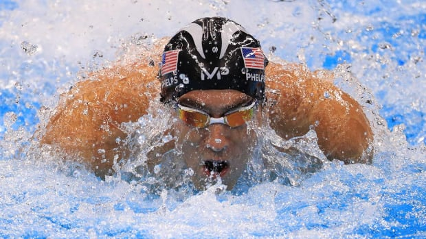 Michael Phelps wins gold medal in final Olympic race -- IMAGE