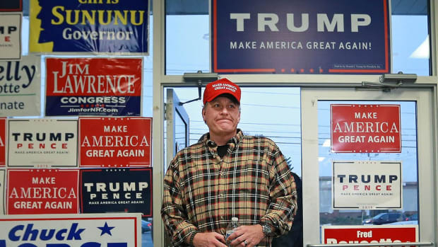 Curt Schilling's Trump rally attracts only 15 people -- IMAGE