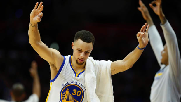 Steph Curry breaks record with three in 128th straight game - IMAGE