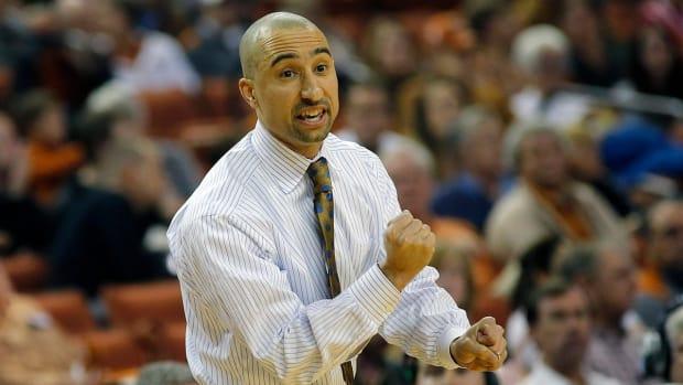 Texas basketball coach Shaka Smart receives contract extension - IMAGE