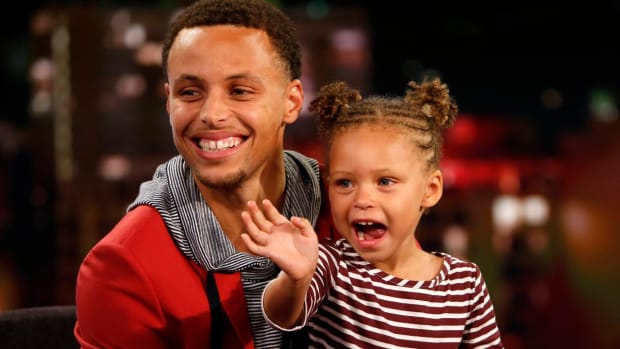 Riley Curry hypes up Oracle Arena on dance cam -- IMAGE