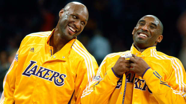 lamar-odom-kobe-bryant-los-angeles-lakers-staples-center.jpg