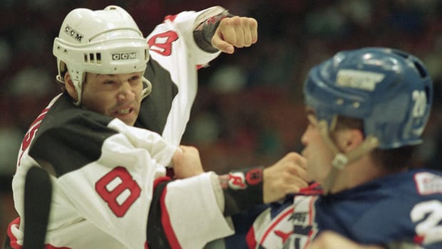 mike-peluso-new-jersey-devils-concussion.jpg