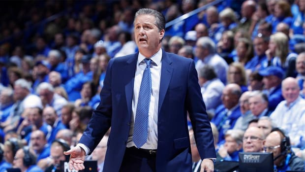 John Calipari shows up in workout clothes, trolls columnist - IMAGE