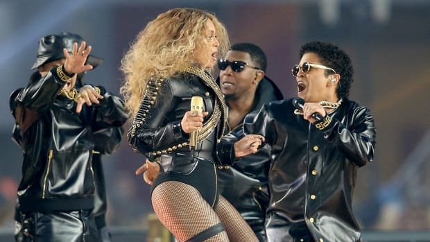 super-bowl-halftime-bruno-mars-beyonce-leather-outfit-photos.jpg