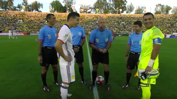 copa-america-colombia-paraguay-coin-flip-edge-video.png