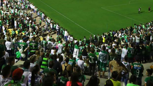 atletico-nacional-chapecoense-fans.jpg