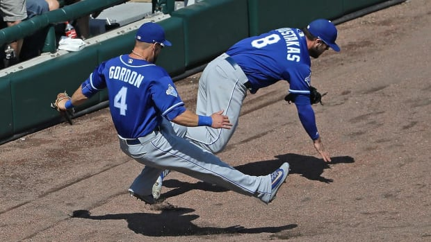 Alex Gordon placed on D.L. with broken hand - IMAGE