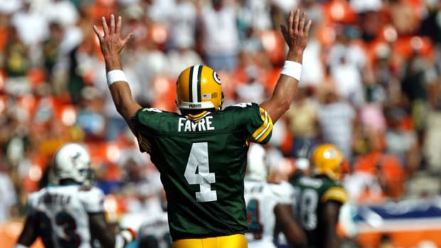 brett-favre-nfl-hall-of-fame-2016.jpg