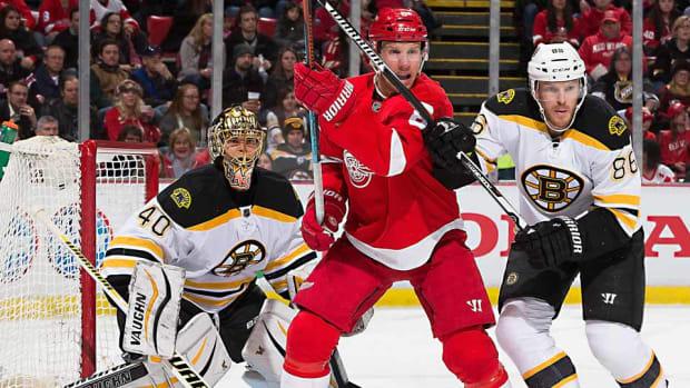 Bruins-Red-Wings-Reginek.jpg