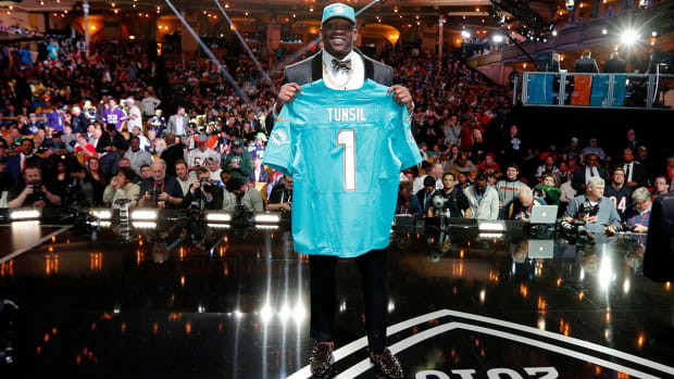 Report: Dolphins believe Laremy Tunsil's former advisor leaked video IMAGE