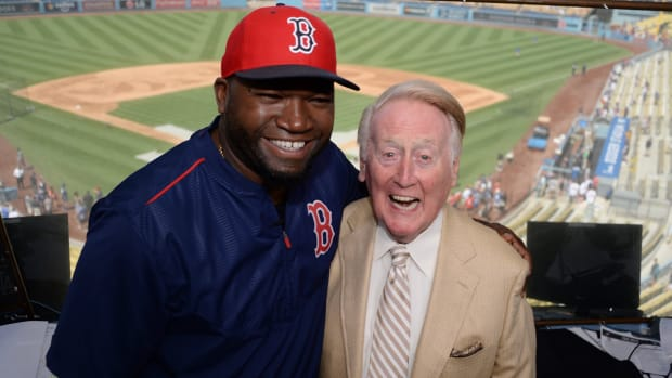david-ortiz-vin-scully-meeting-dodgers-red-sox.jpg