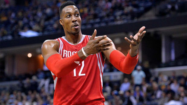 Report: Rockets discussing Dwight Howard trade with teams--IMAGE