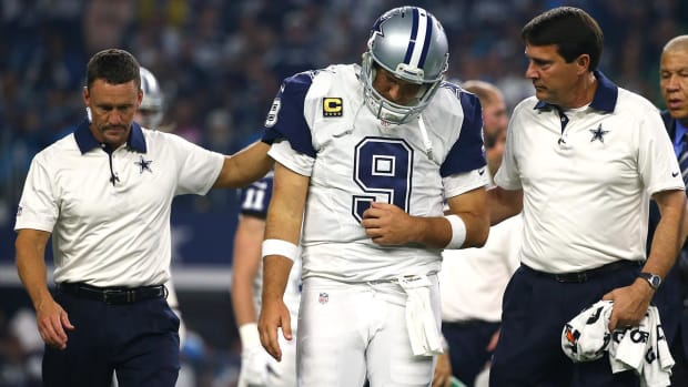 Report: Tony Romo could shave off part of collarbone--IMAGE