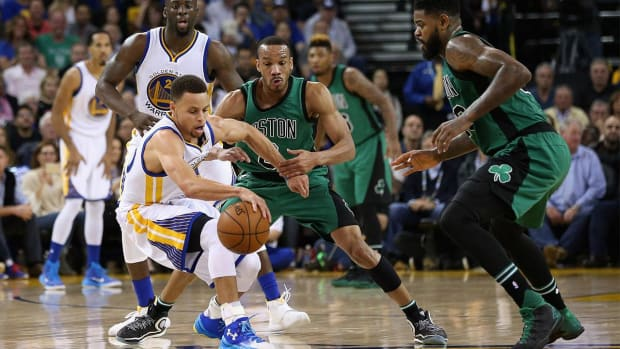 Celtics defeat Warriors, snap Golden State's home winning streak -- IMAGE