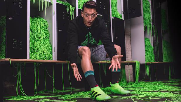 adidas-laceless-soccer-cleats-mesut-ozil-960.jpg