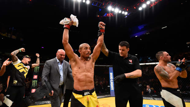 Jose Aldo defeats Frankie Edgar