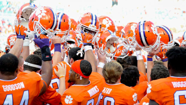 clemson-tigers-diondre-overton-commits.jpg