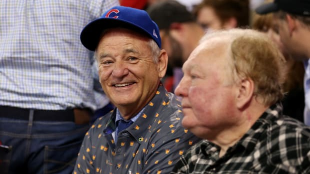 bill-murray-buys-fans-beers-world-series-game-7.jpg